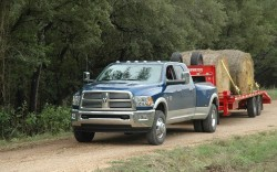 2010-dodge-ram-heavy-duty-3500-dually-front-three-quarters-view-tractor-pull-250x156
