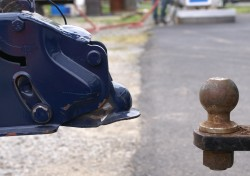 Trailer_hitch_and_ball-250x176 (1)